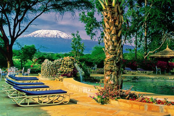 pool-with-kilimanjaro-in-view725B4582-1A5D-D5F9-230D-6F5234A14E6A.jpg