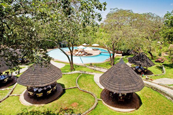 gardens-and-swimming-pool2D73ADBC-3182-BB13-7DAF-615E92DE95D3.jpg