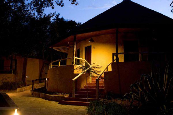 room-eveningCE8FF99E-A2A5-6489-D568-B08910DFA89F.jpg